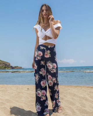 New Summer Collection 2020  White Top With Floral Wide Leg! Find this outfit here 👇  https://www.espoir.gr/ . . . . . . . . #summercollection#espoir#newcollection#summeroutfit#wideleg#floral#croptop#greekbrand#summeroutfit#greece#athensfashion#fashionstyle#instastyle#picoftheday#outfitoftheday#instaphoto
