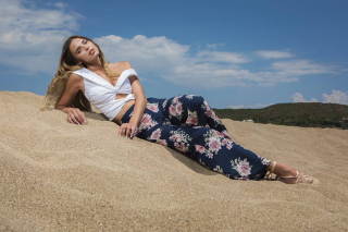 Dreams are made of sand and sun!! Flolar Wide Leg and White Off-Shoulders Crop Top Find all summer collection here👉https://www.espoir.gr/ . . . . . . #sea #sun #sand #summermood #vacationtime #shoponline #floralfashion #designerbrand #picoftheday #instastyle #fashionable #womansfashion